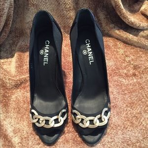 CHANEL Gold Chain With CC Logo Pumps Heels Sz 38